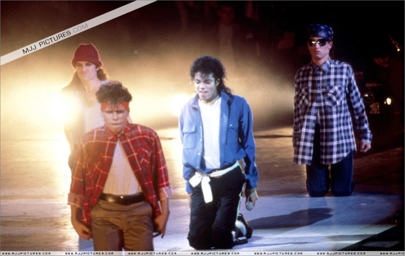 Bad World Tour Onstage- The Way You Make Me Feel 001103