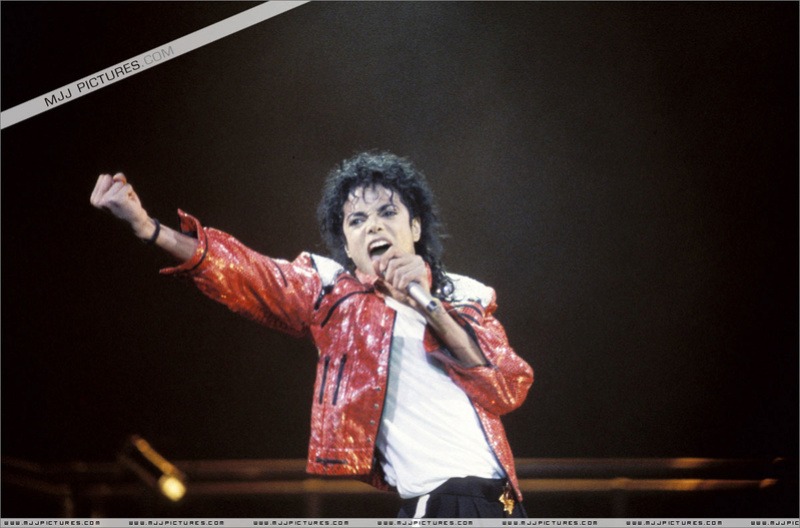 Bad World Tour Onstage- Beat It 00198