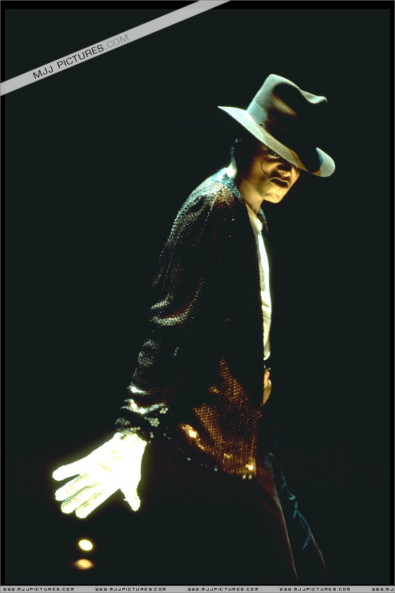 Bad World Tour Onstage- Billie Jean - Shake Your Body (Down To The Ground) 00199