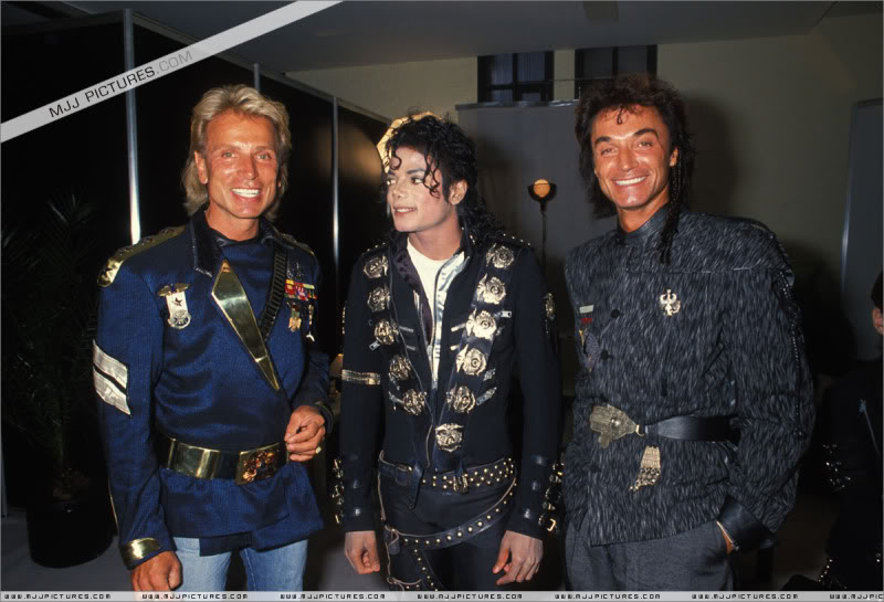 Bad World Tour Offstage 1988- Meeting Siegfried & Roy 002-8510