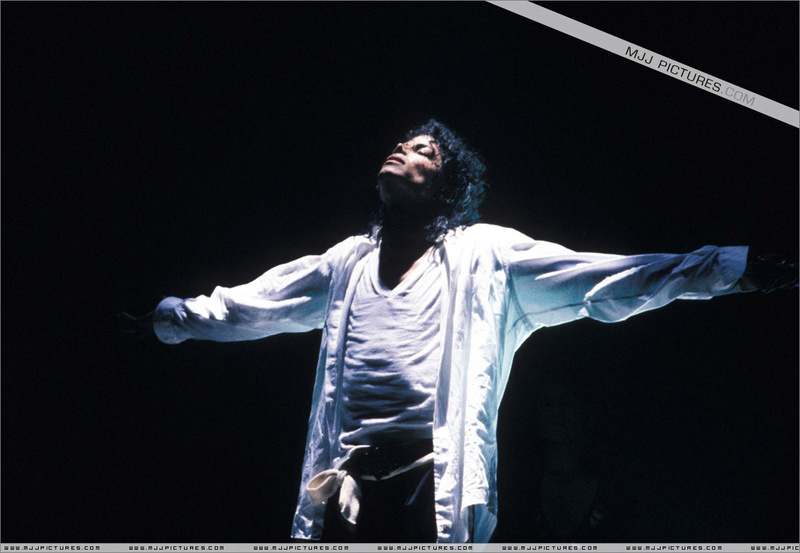 Bad World Tour Onstage- Man In The Mirror 002101