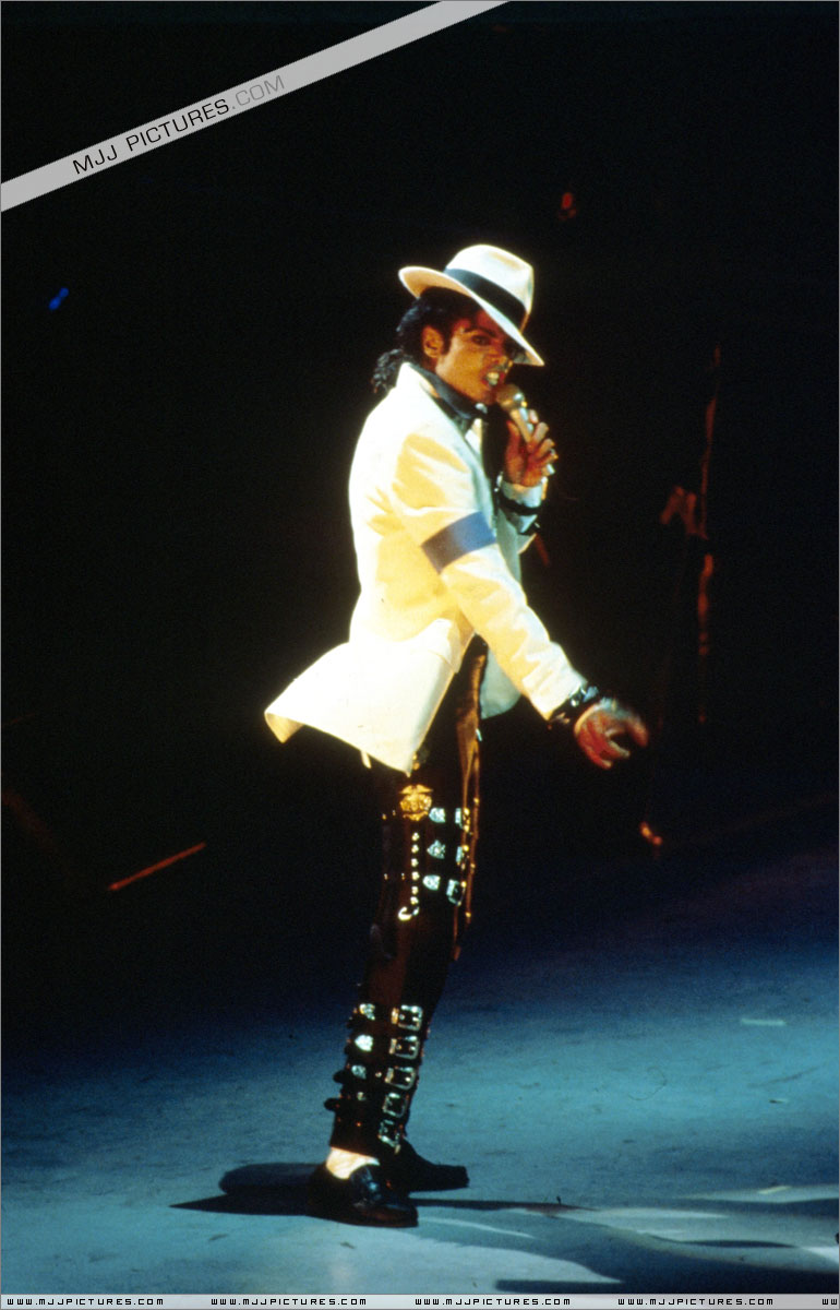 Bad World Tour Onstage- Smooth Criminal 002102