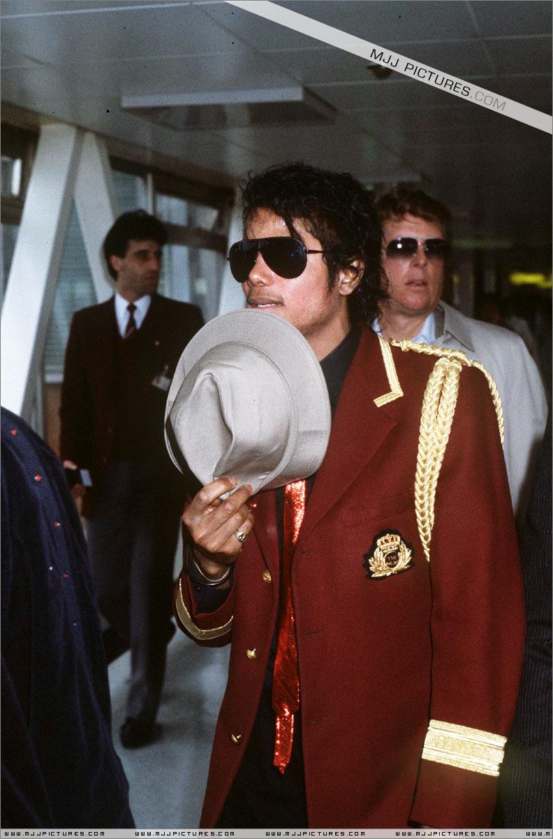 1985- Michael Arrives In London 00237