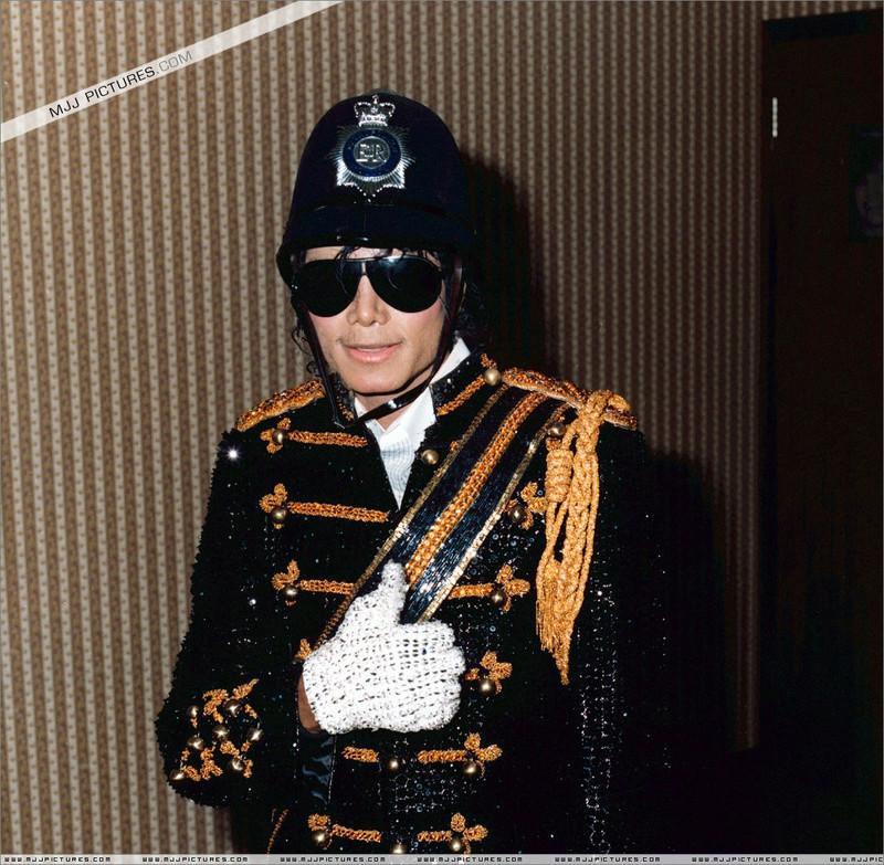 1985- Michael Visits Marylebone Police Station 00239