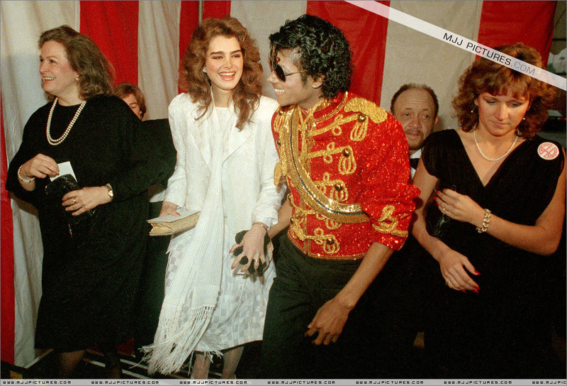 1984- The 11th American Music Awards 00254