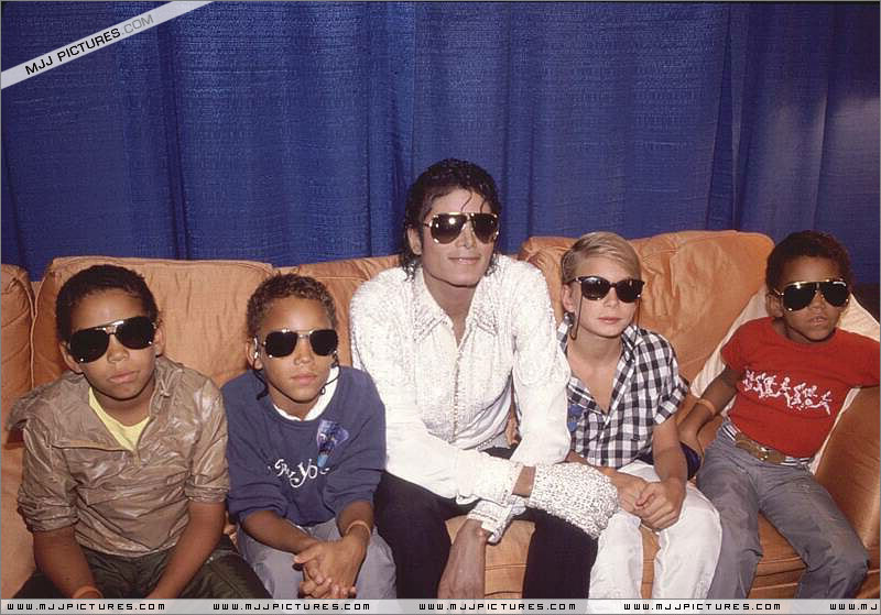 Victory Tour Backstage 00270