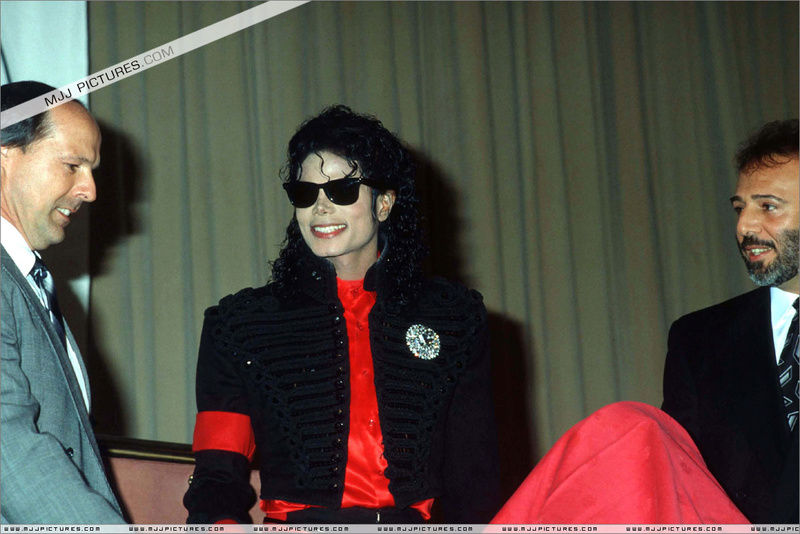 1990- CBS Records Top Selling Artist Of The Decade 00295