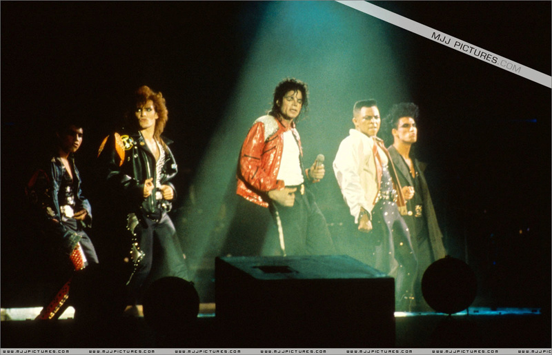 Bad World Tour Onstage- Beat It 00298