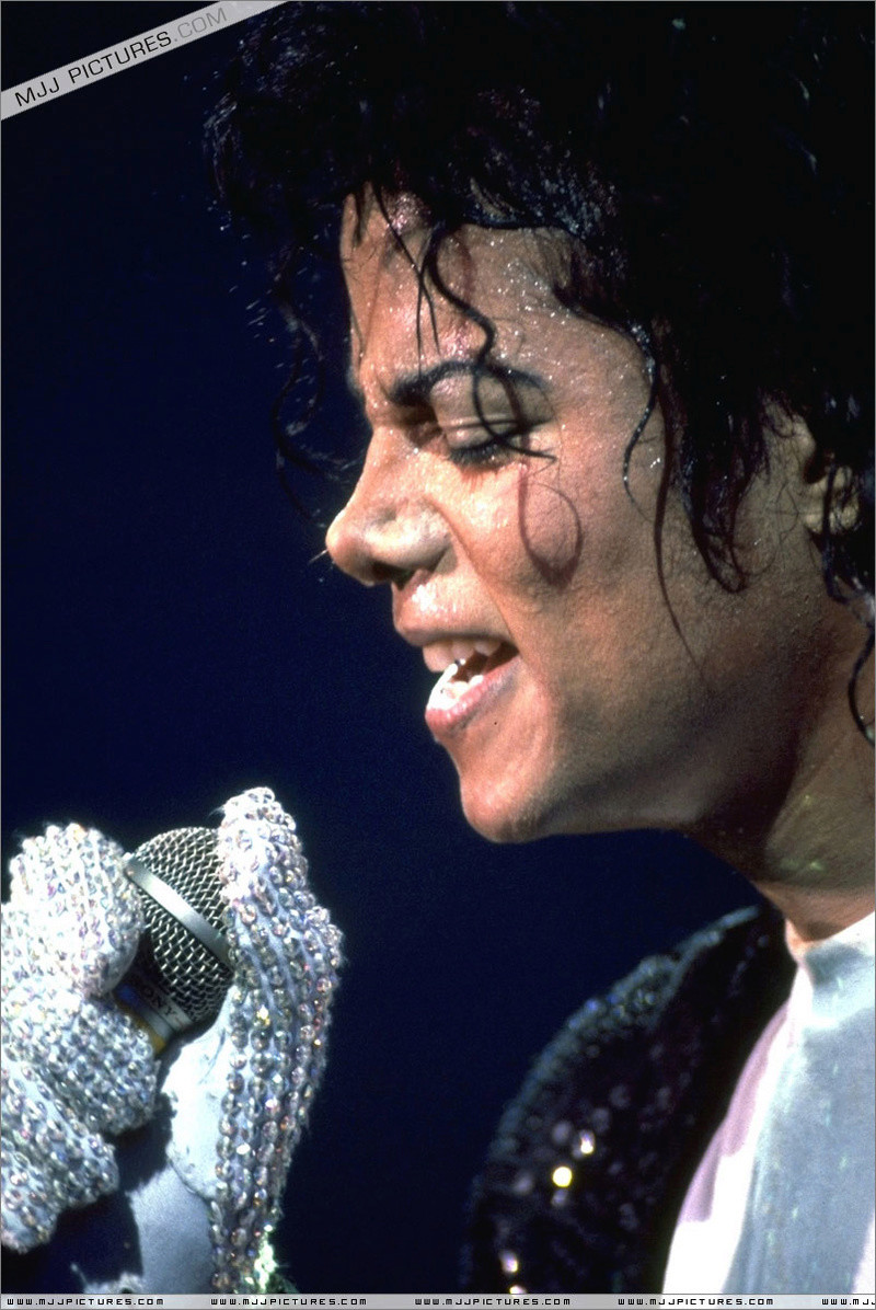 Bad World Tour Onstage- Billie Jean - Shake Your Body (Down To The Ground) 00299