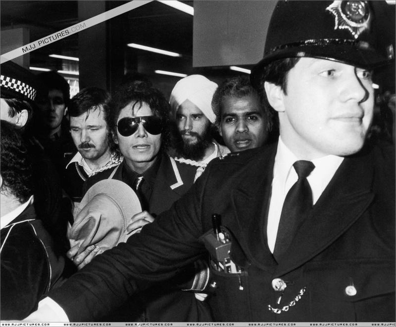 1985- Michael Arrives In London 00335