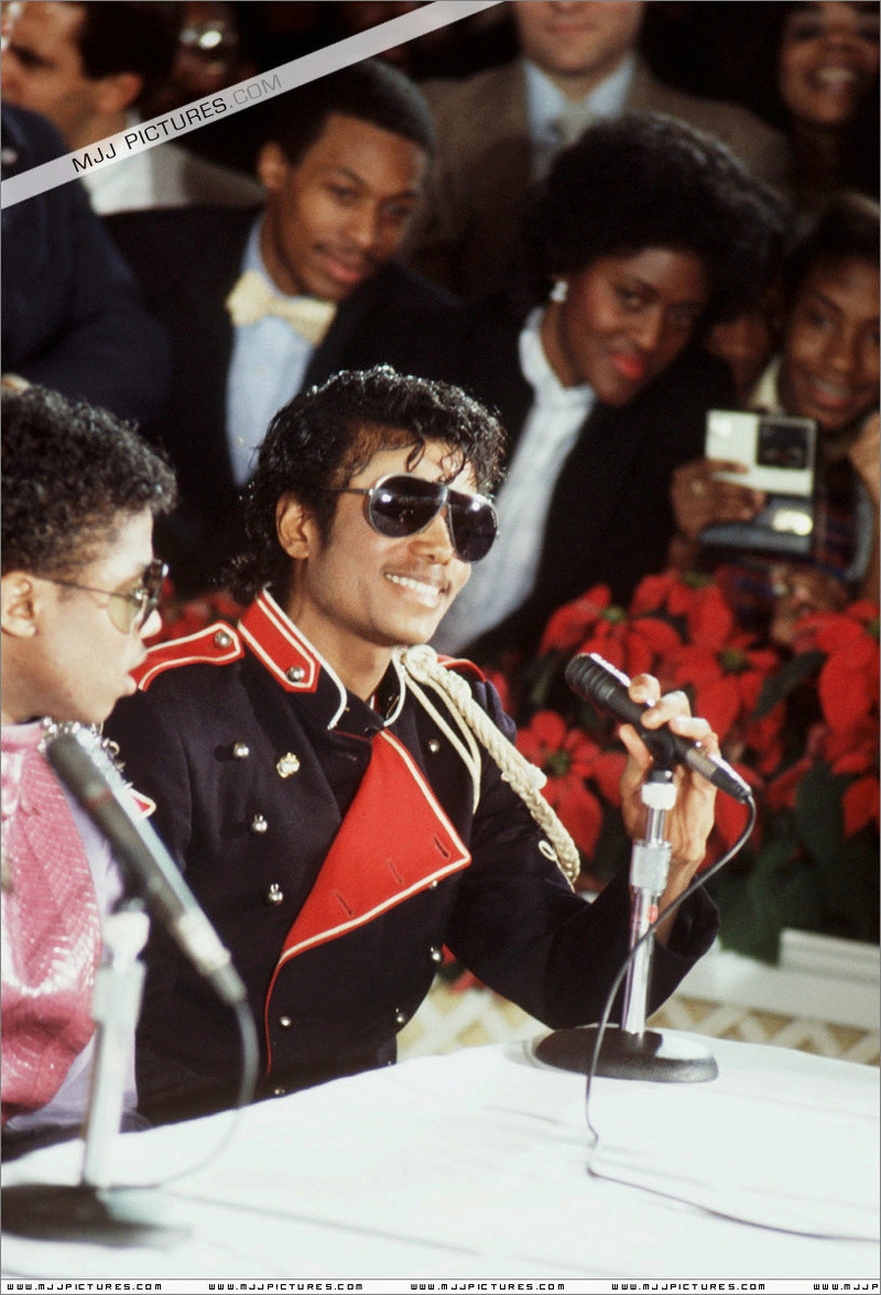 1983- Victory Tour Press Conference 00340