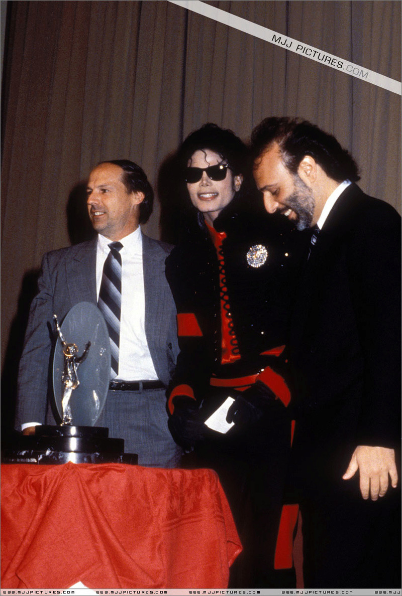 1990- CBS Records Top Selling Artist Of The Decade 00389
