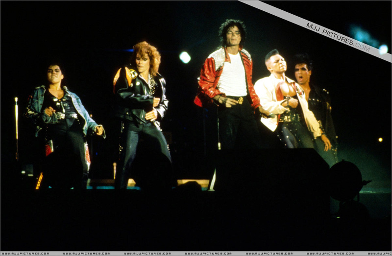 Bad World Tour Onstage- Beat It 00392