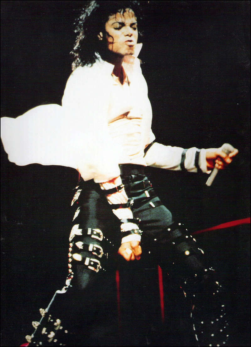Bad World Tour Onstage- Dirty Diana 00394
