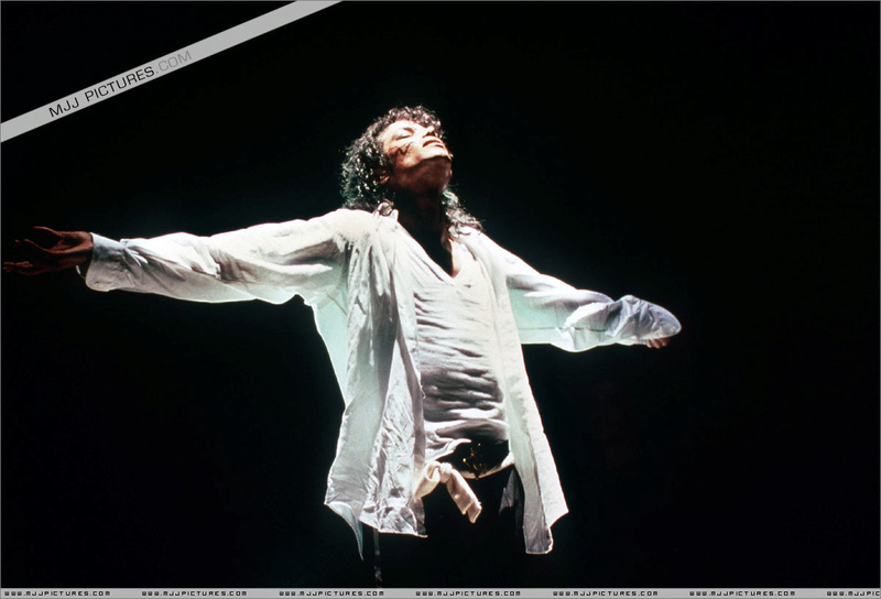 Bad World Tour Onstage- Man In The Mirror 00395