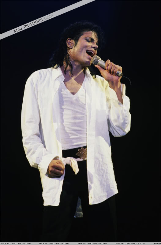 Bad World Tour Onstage- Man In The Mirror 004-8510