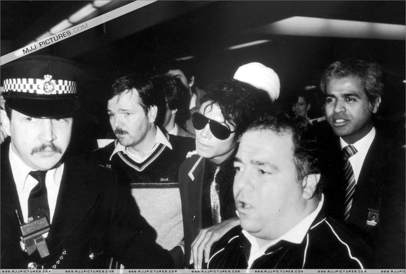 1985- Michael Arrives In London 00433