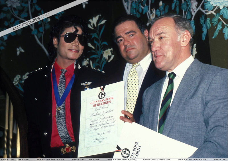 1986- Guinness Book Of World Records May 6, 1986 00455