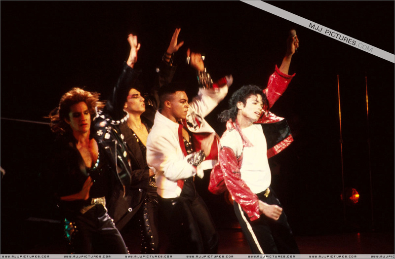 Bad World Tour Onstage- Beat It 00487