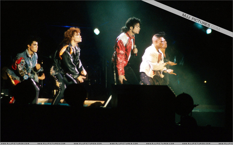 Bad World Tour Onstage- Beat It 00575