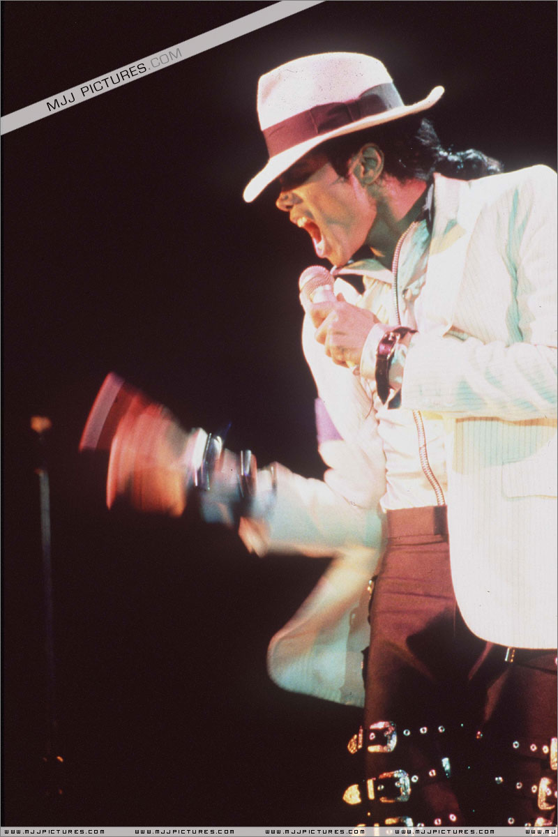 Bad World Tour Onstage- Smooth Criminal 00578