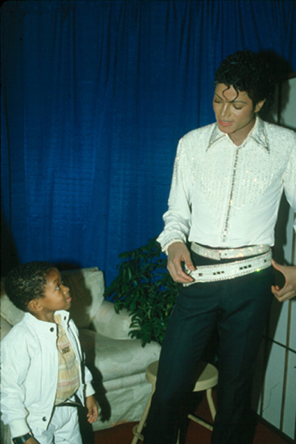 Victory Tour Backstage 00648