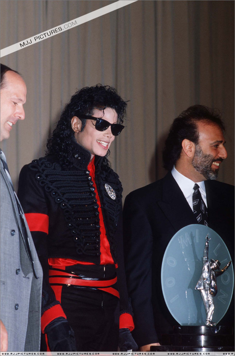 1990- CBS Records Top Selling Artist Of The Decade 00665