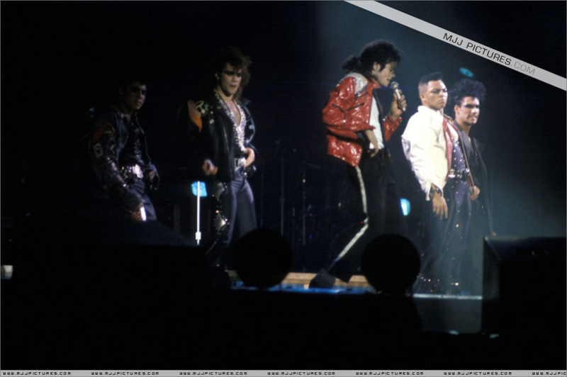Bad World Tour Onstage- Beat It 00669