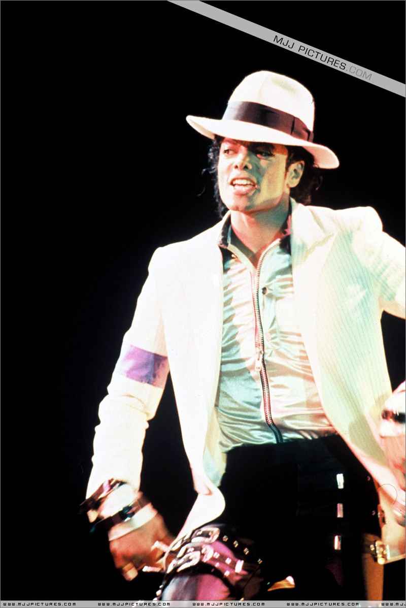 Bad World Tour Onstage- Smooth Criminal 00673