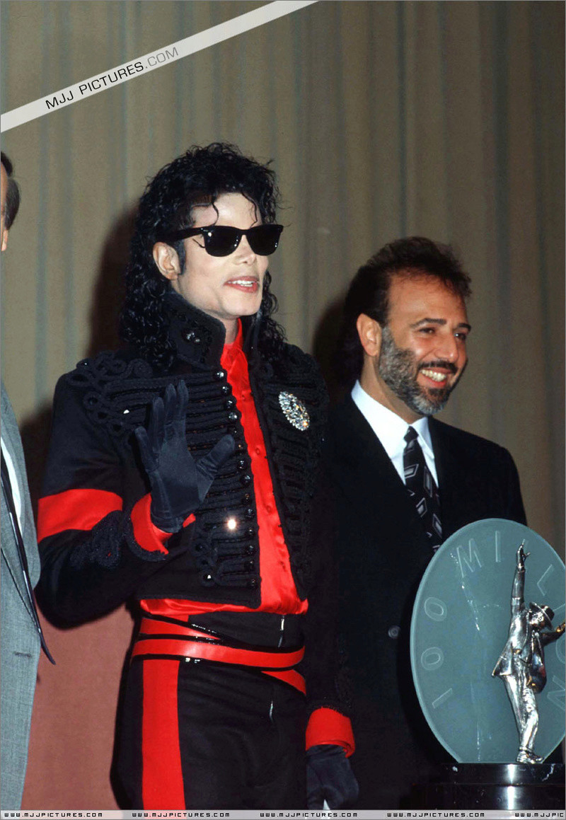 1990- CBS Records Top Selling Artist Of The Decade 00763