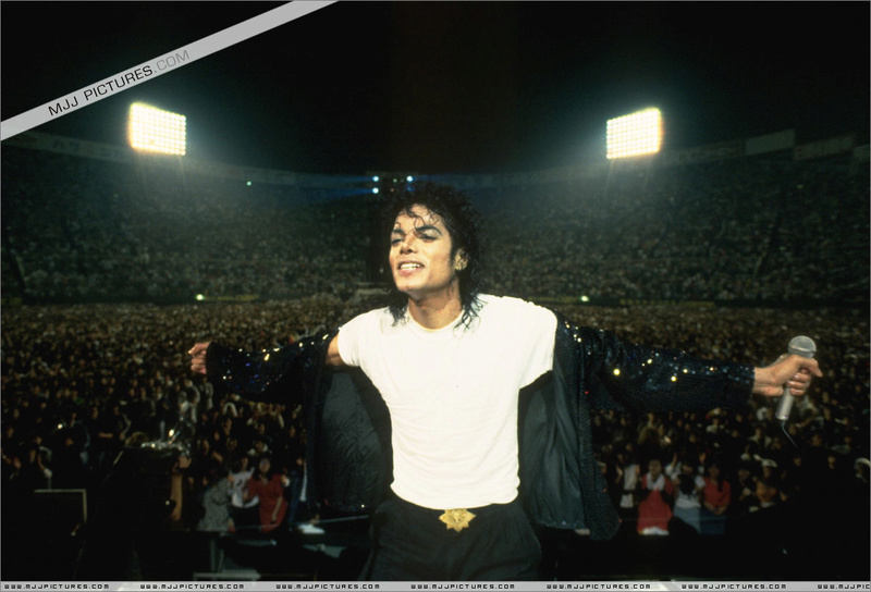 Bad World Tour Onstage- Billie Jean - Shake Your Body (Down To The Ground) 00767