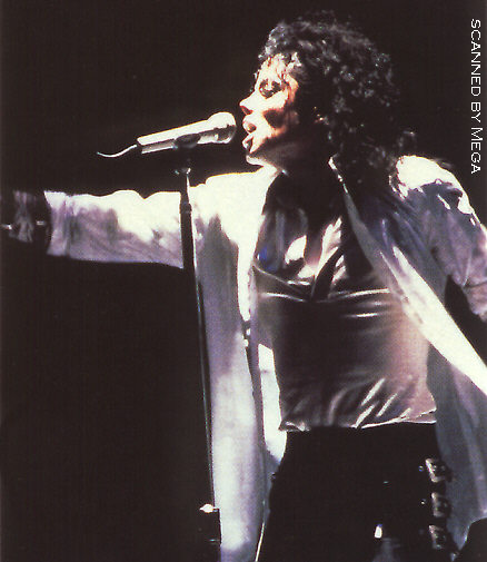 Bad World Tour Onstage- Dirty Diana 00768