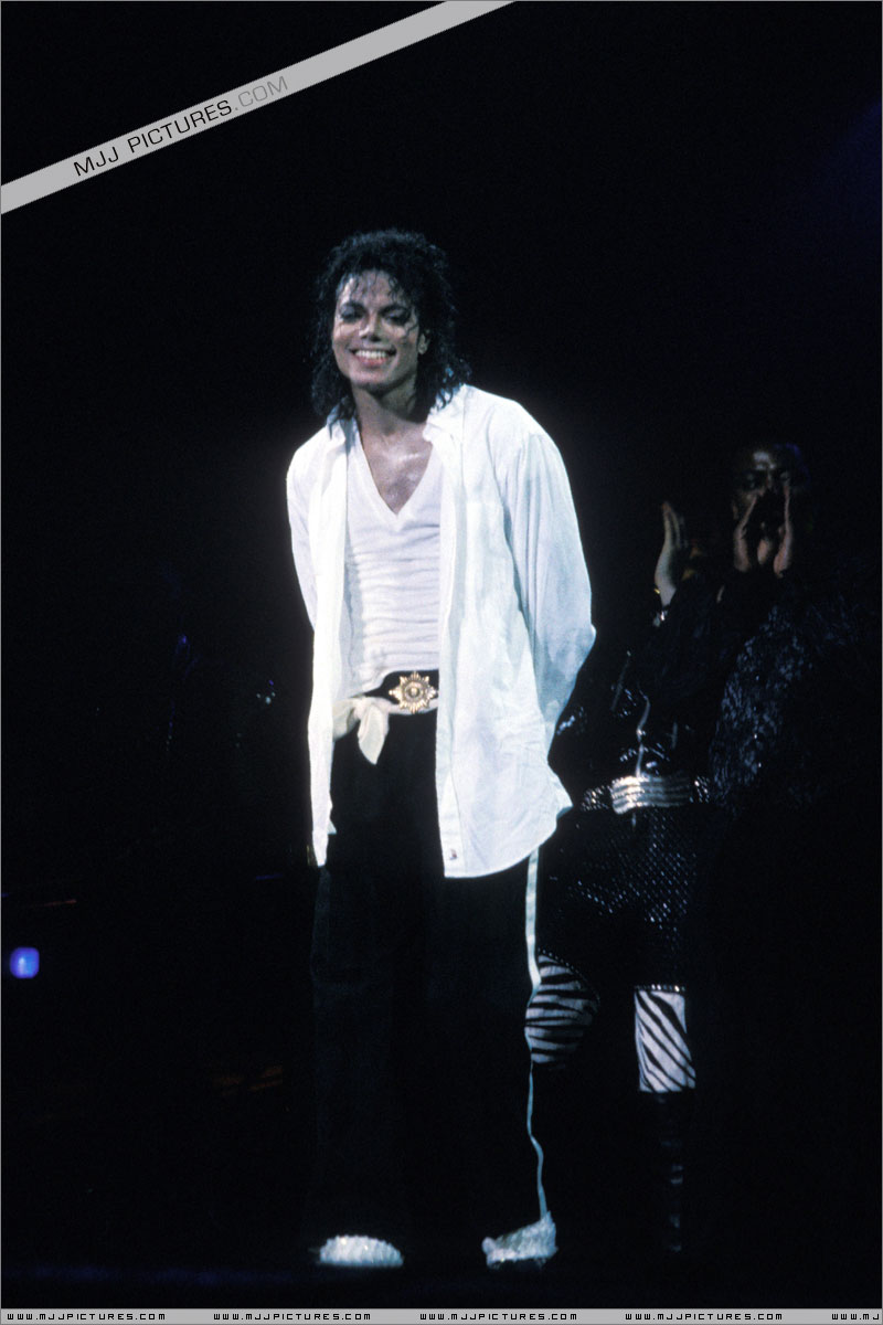 Bad World Tour Onstage- Man In The Mirror 00769