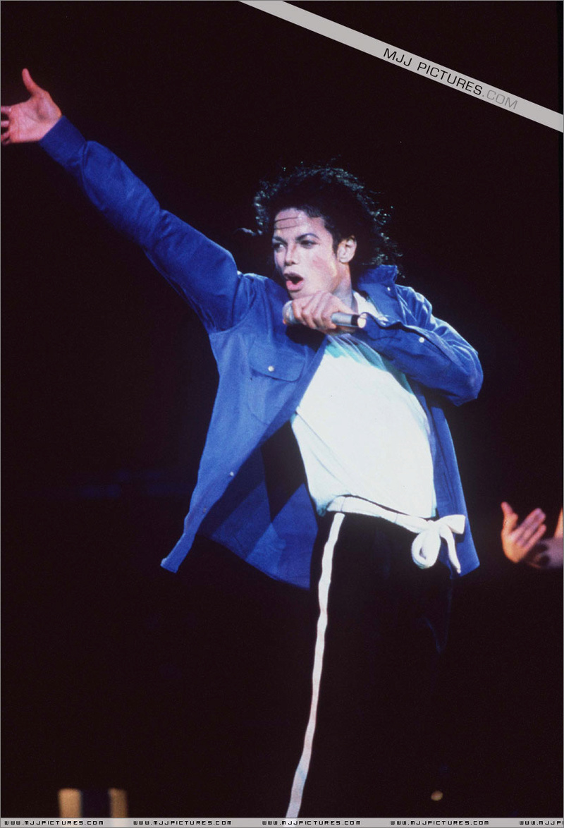 Bad World Tour Onstage- The Way You Make Me Feel 00771