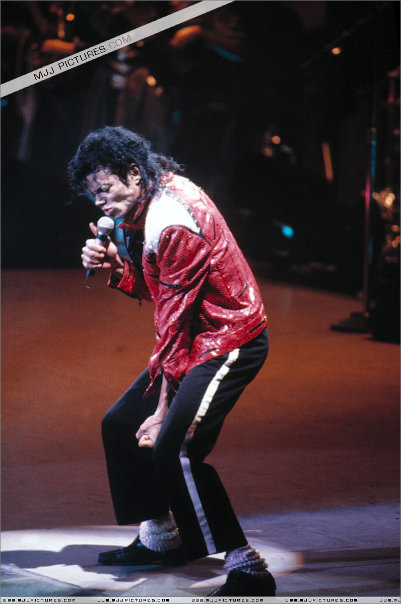 Bad World Tour Onstage- Beat It 00863