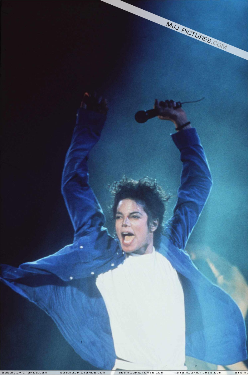 Bad World Tour Onstage- The Way You Make Me Feel 00868