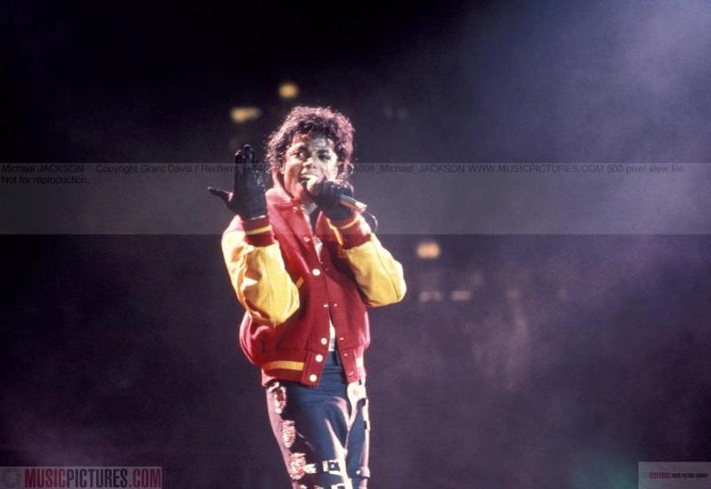 Bad World Tour Onstage- Thriller 00869