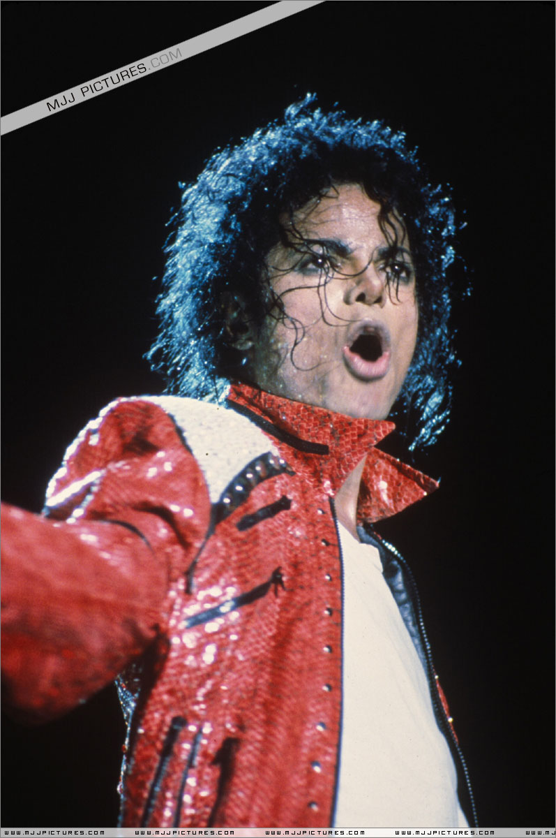Bad World Tour Onstage- Beat It 00964