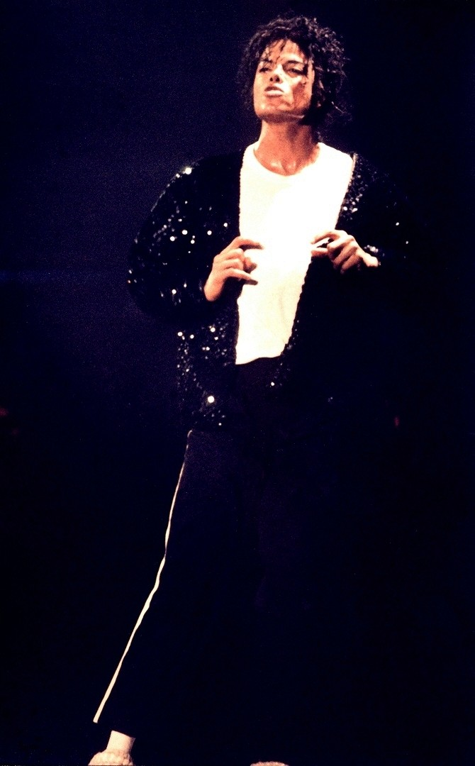 Bad World Tour Onstage- Billie Jean - Shake Your Body (Down To The Ground) 00965