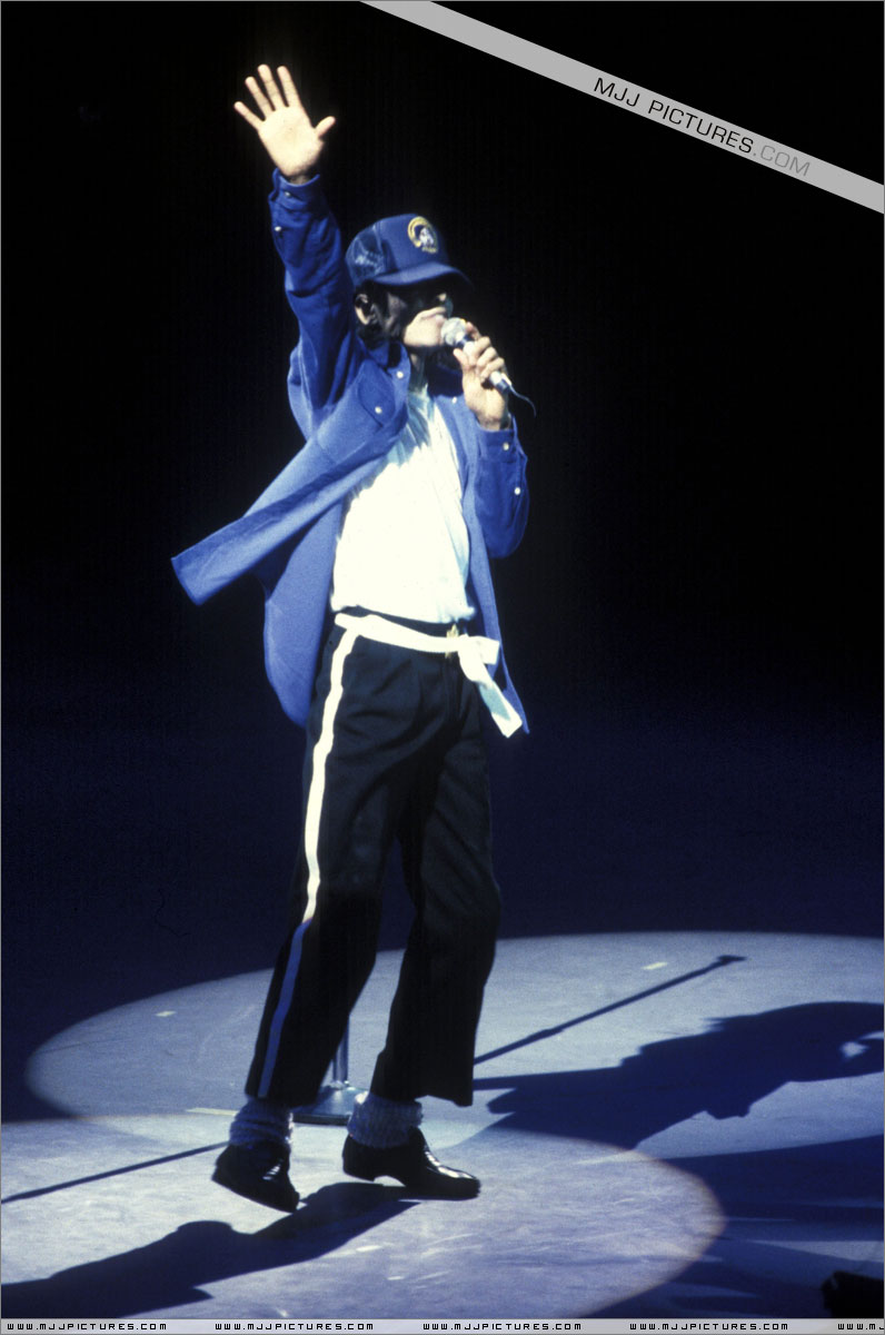 Bad World Tour Onstage- The Way You Make Me Feel 00969