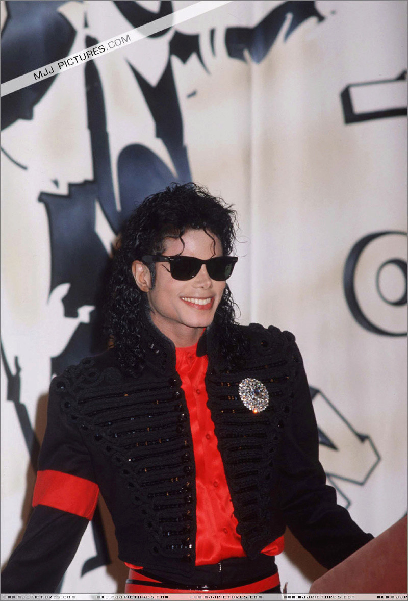 1990- CBS Records Top Selling Artist Of The Decade 01057