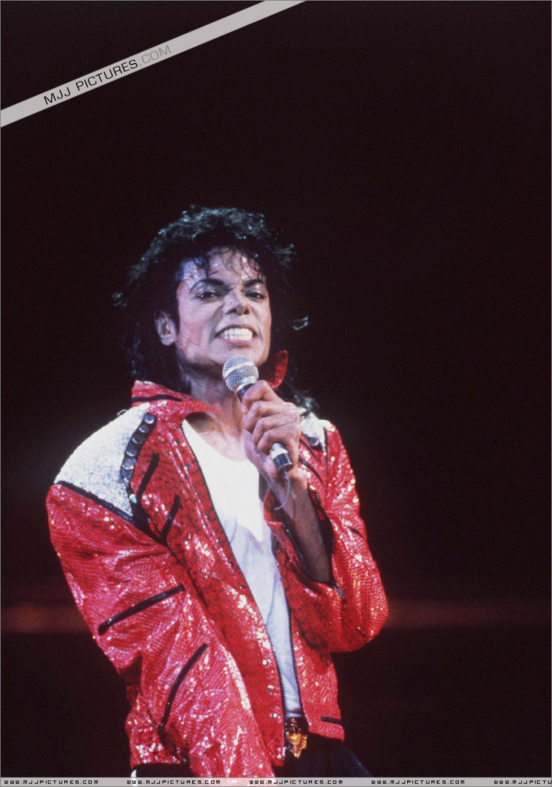 Bad World Tour Onstage- Beat It 01060