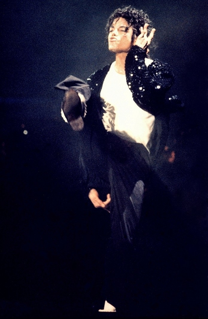 Bad World Tour Onstage- Billie Jean - Shake Your Body (Down To The Ground) 01061