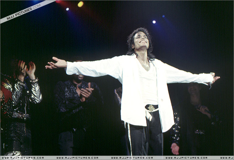 Bad World Tour Onstage- Man In The Mirror 01063