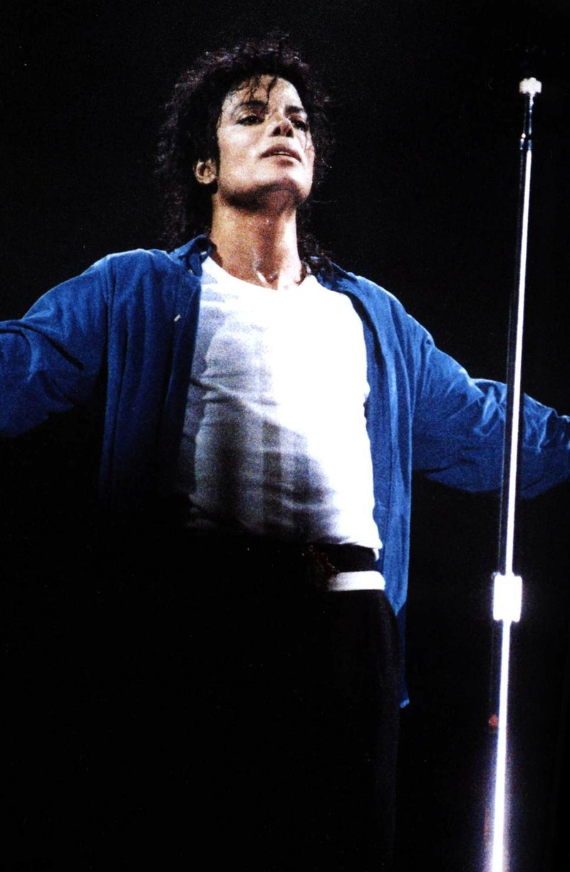 Bad World Tour Onstage- The Way You Make Me Feel 01065