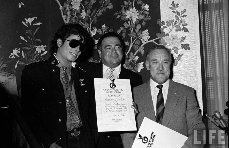 1986- Guinness Book Of World Records May 6, 1986 01129
