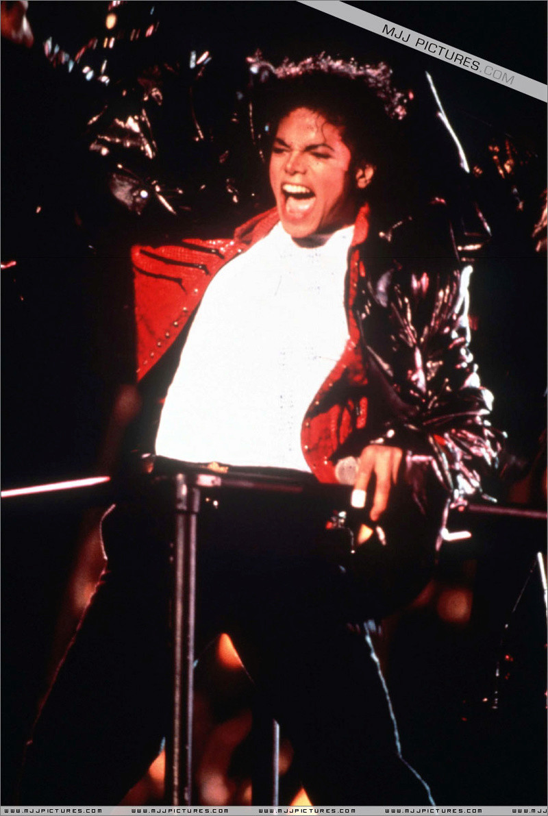 Bad World Tour Onstage- Beat It 01156