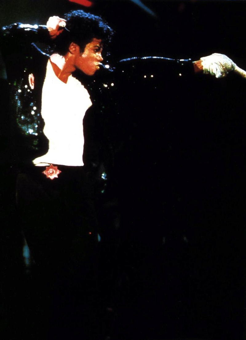 Bad World Tour Onstage- Billie Jean - Shake Your Body (Down To The Ground) 01157