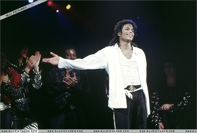 Bad World Tour Onstage- Man In The Mirror 01159