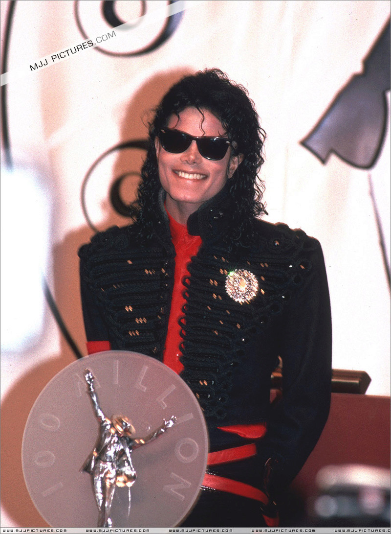 1990- CBS Records Top Selling Artist Of The Decade 01248